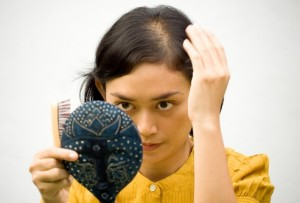 Почему выпадают волосы у женщин весной